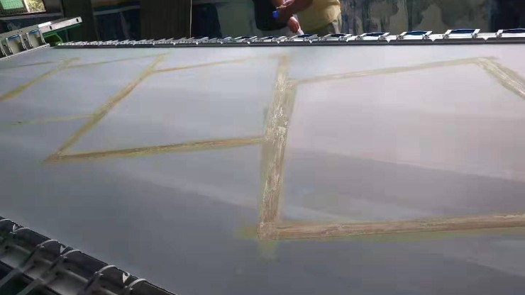玻璃印刷中丝网印刷和UV印刷工艺特点有什么不同?