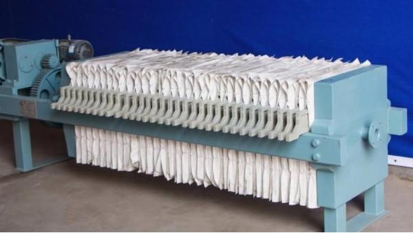 在安装过程应注意工业滤布和滤板之间异物或大的污泥颗粒——旭瑞网业